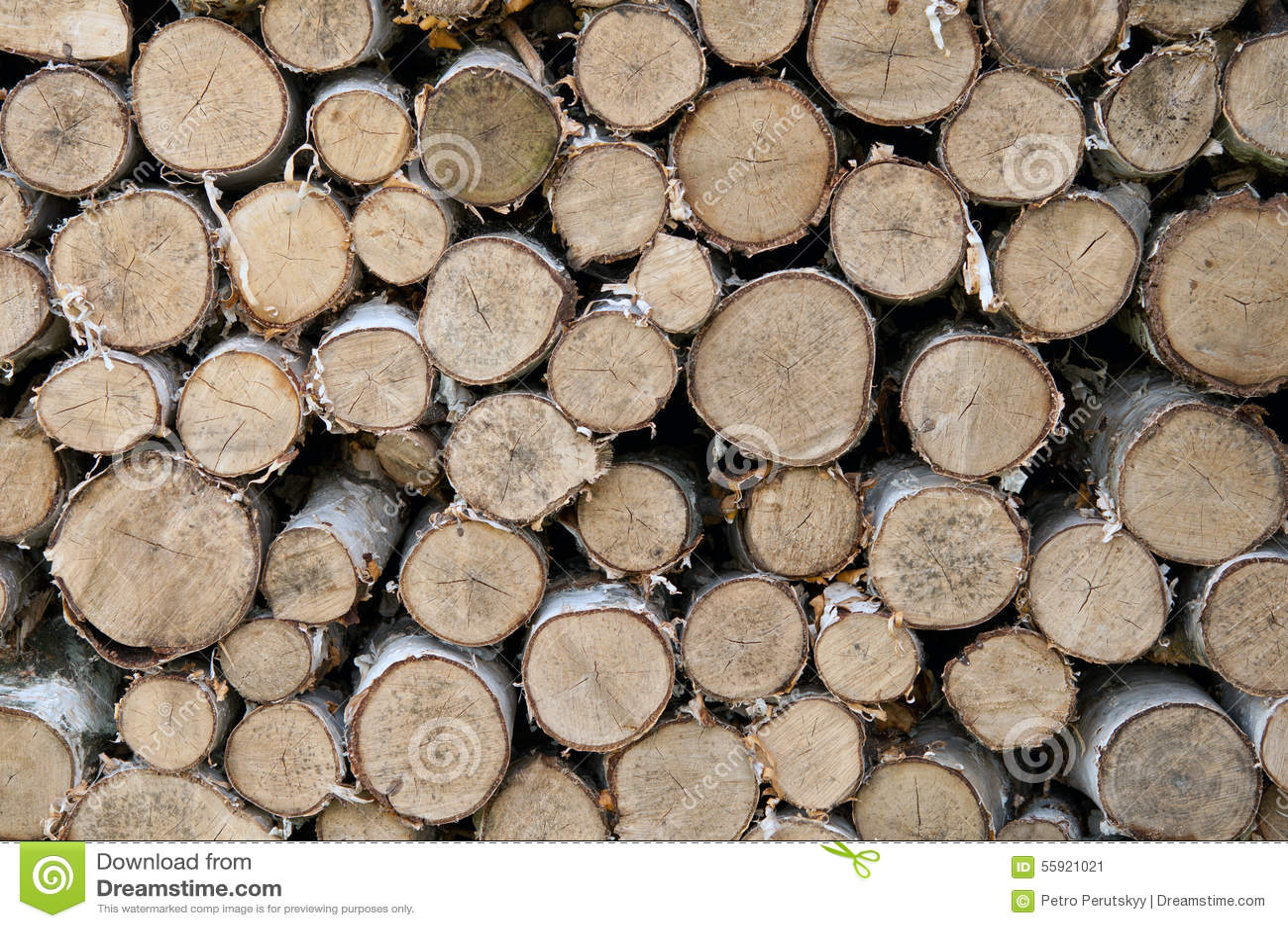 Brennholz gelegt