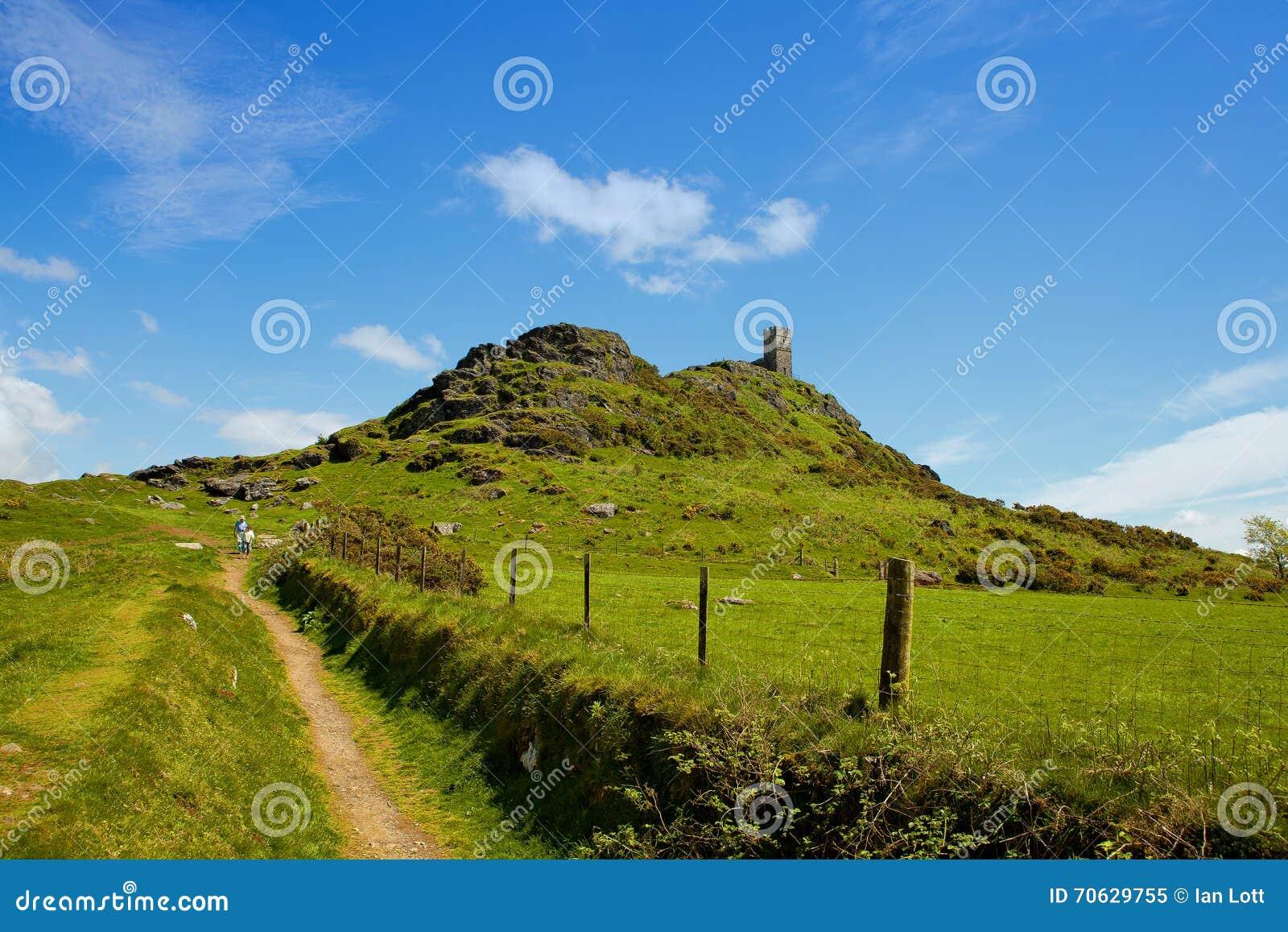 BrenTor is een piek op de westelijke rand van Dartmoor, ongeveer vier mijlen van ( 6 5 km) het noorden van Tavistock