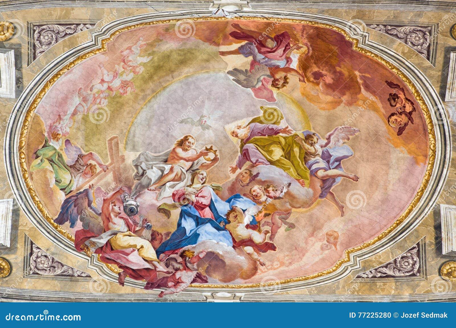 BRESCIA, ITALIE, 2016 : Le couronnement du fresque de Vierge Marie sur le wault du presbytère de Sant& x27 ; Église d Afra