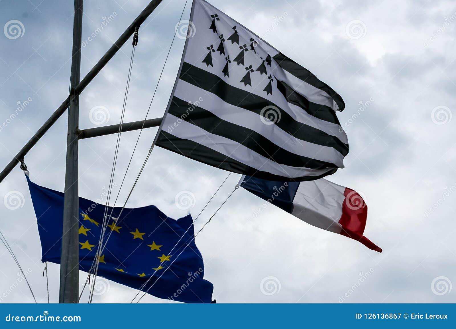Bretaña y bandera francesa