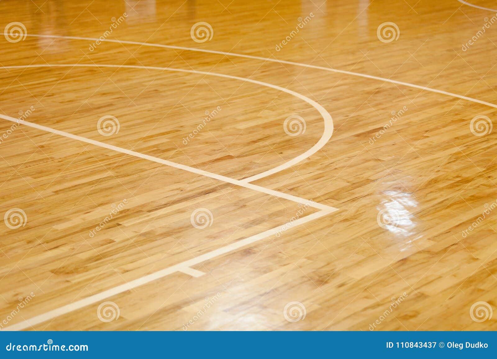 Bretterboden des Basketballplatzes