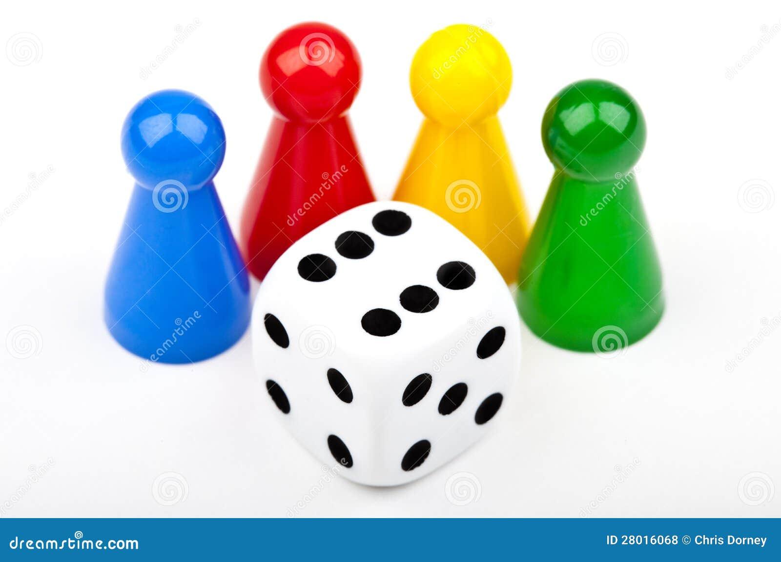 Brettspiel-Stücke und Würfel