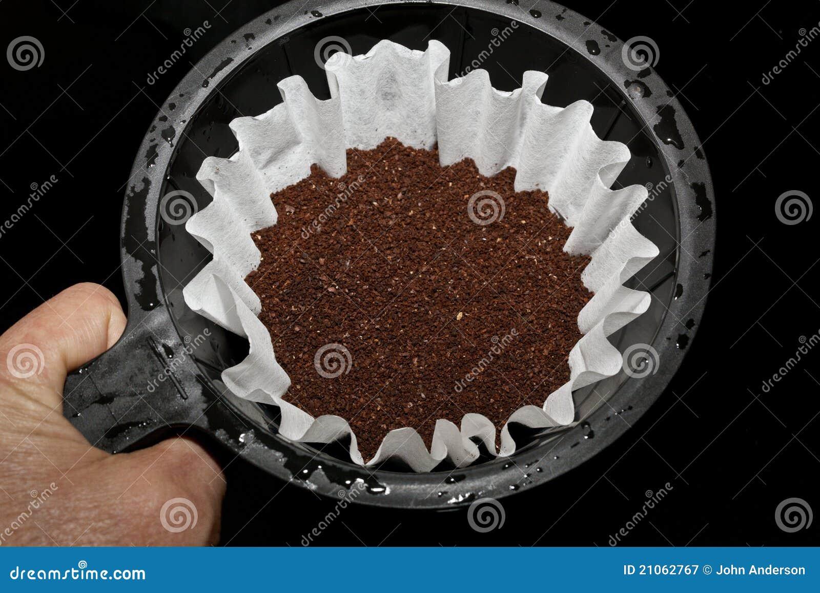 Brew-Korb mit frischem gemahlenem Kaffee