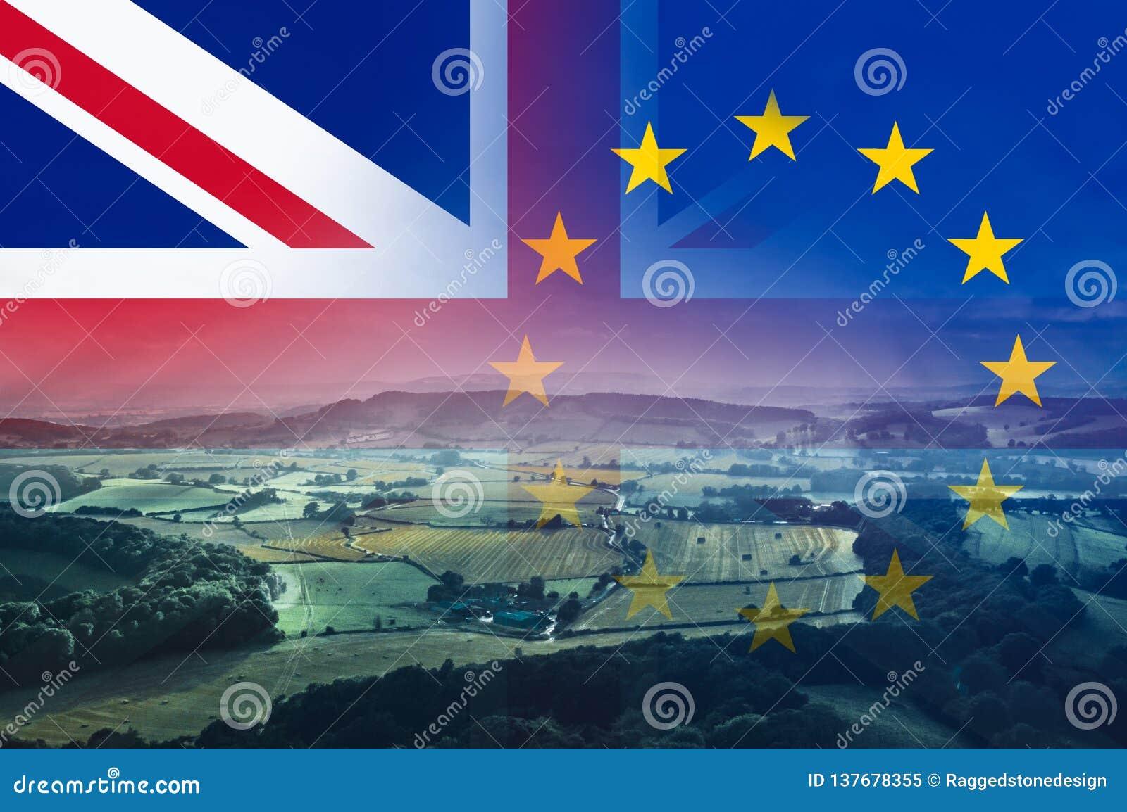 Brexit概念、英国乡下有领域的和农场有的英国国旗和E 在上面分层堆积的U旗子