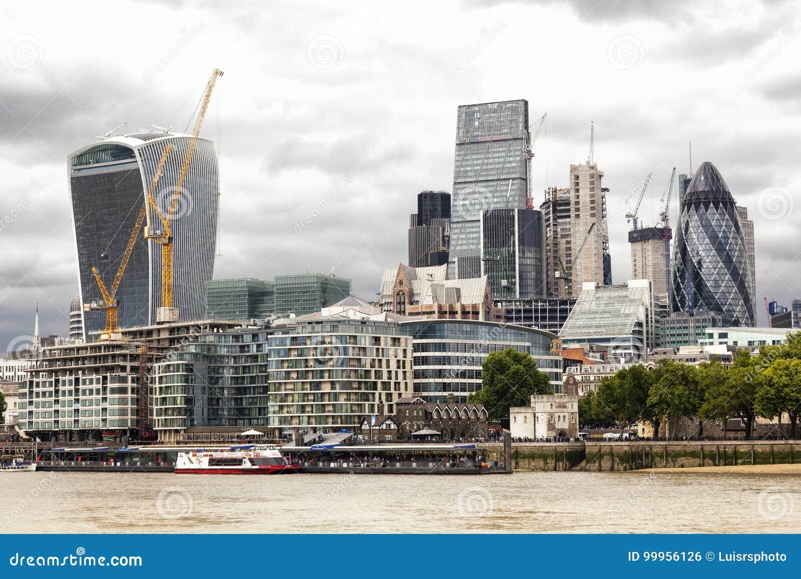 Brexit Cielo tempestoso sopra la città, a Londra