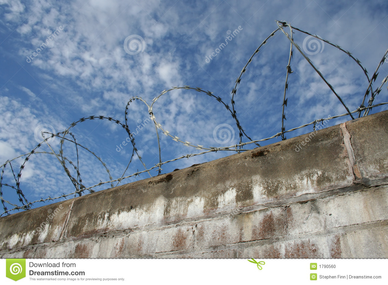Barbed Wire Wall : Brick wall with barbed wire stock photo image