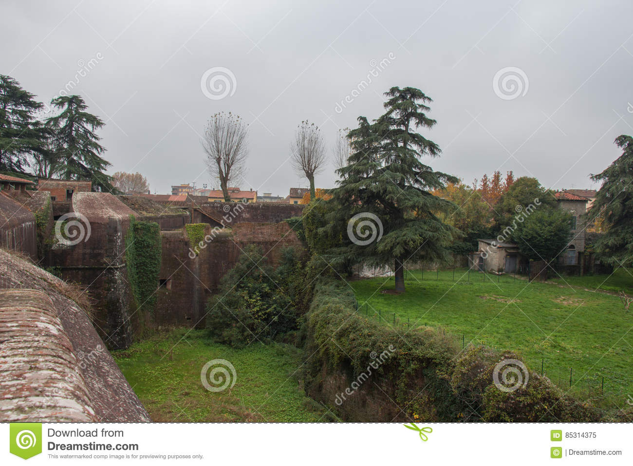 Download Brick Walls And Moat Around Medici Fortress Of Santa Barbara. Pistoia. Tuscany. Italy. Editorial Image - Image of brick, historical: 85314375