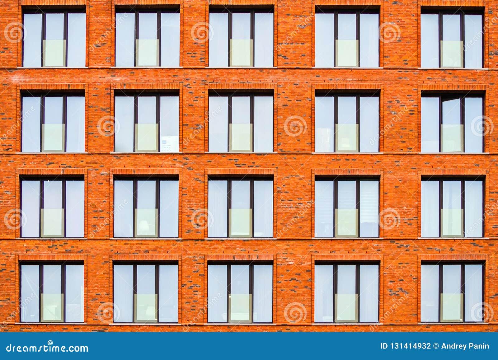 Brickwork fasada budynek mieszkalny w loft stylu