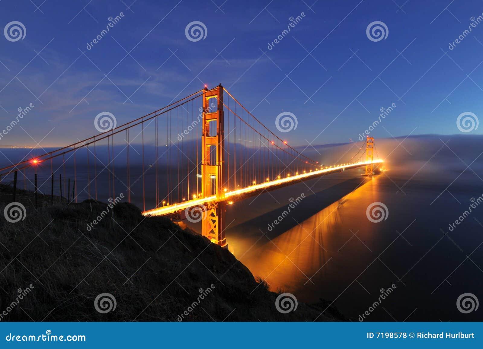 Bridżowej bramy złota noc scena