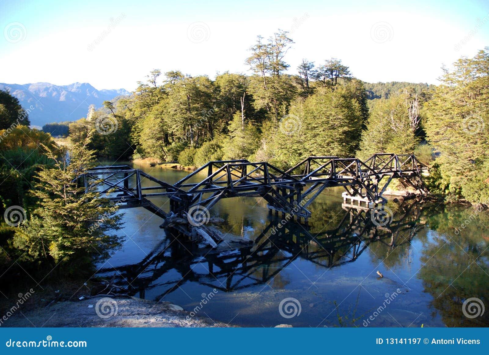 Bridżowy drewno