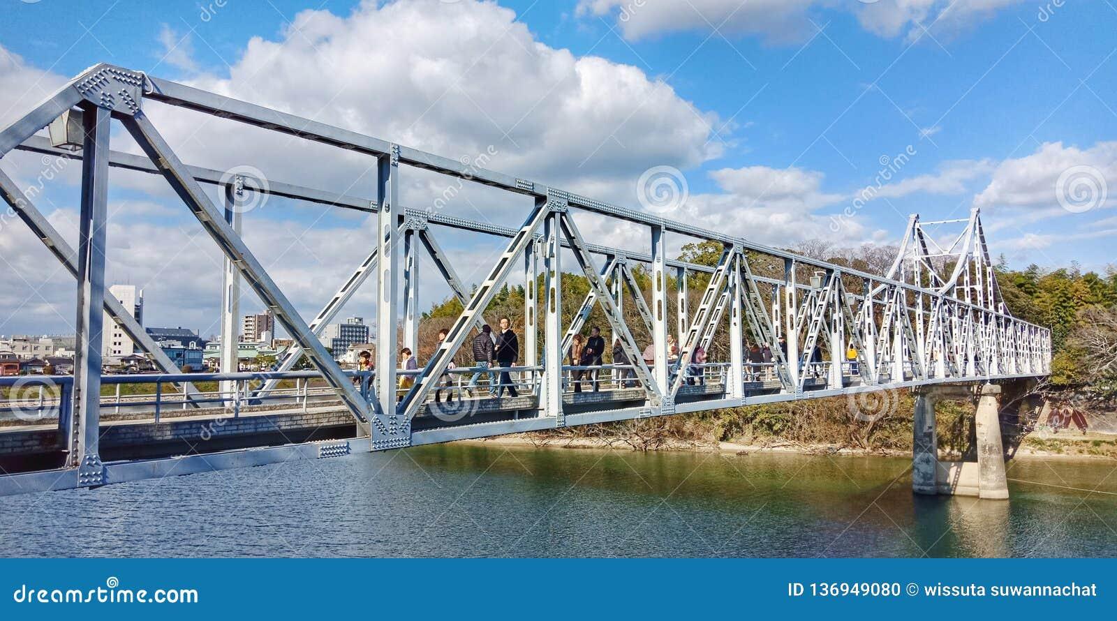 Bridżowy zazębianie w Japan