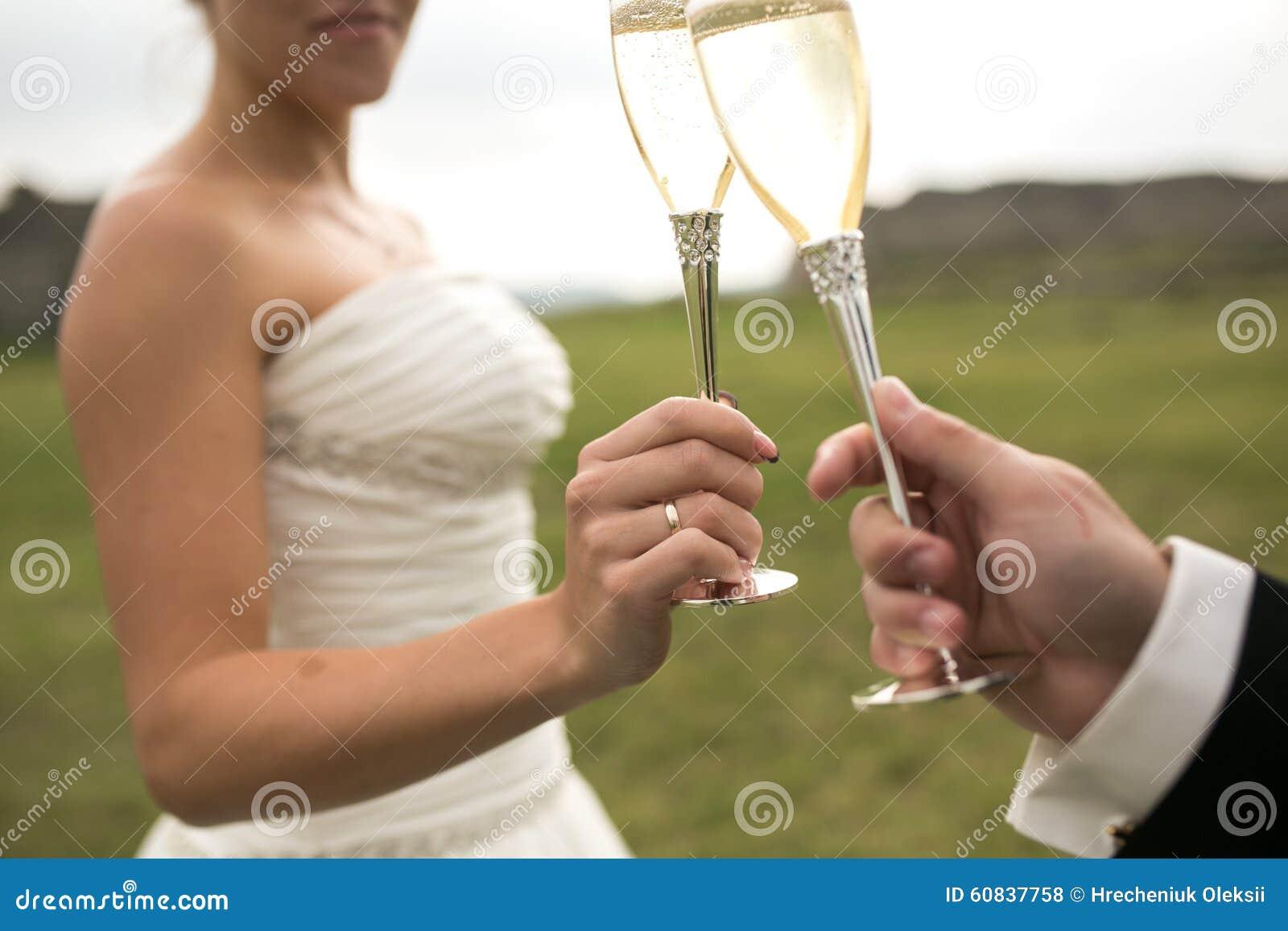 Bridal стекла clink пар шампанского