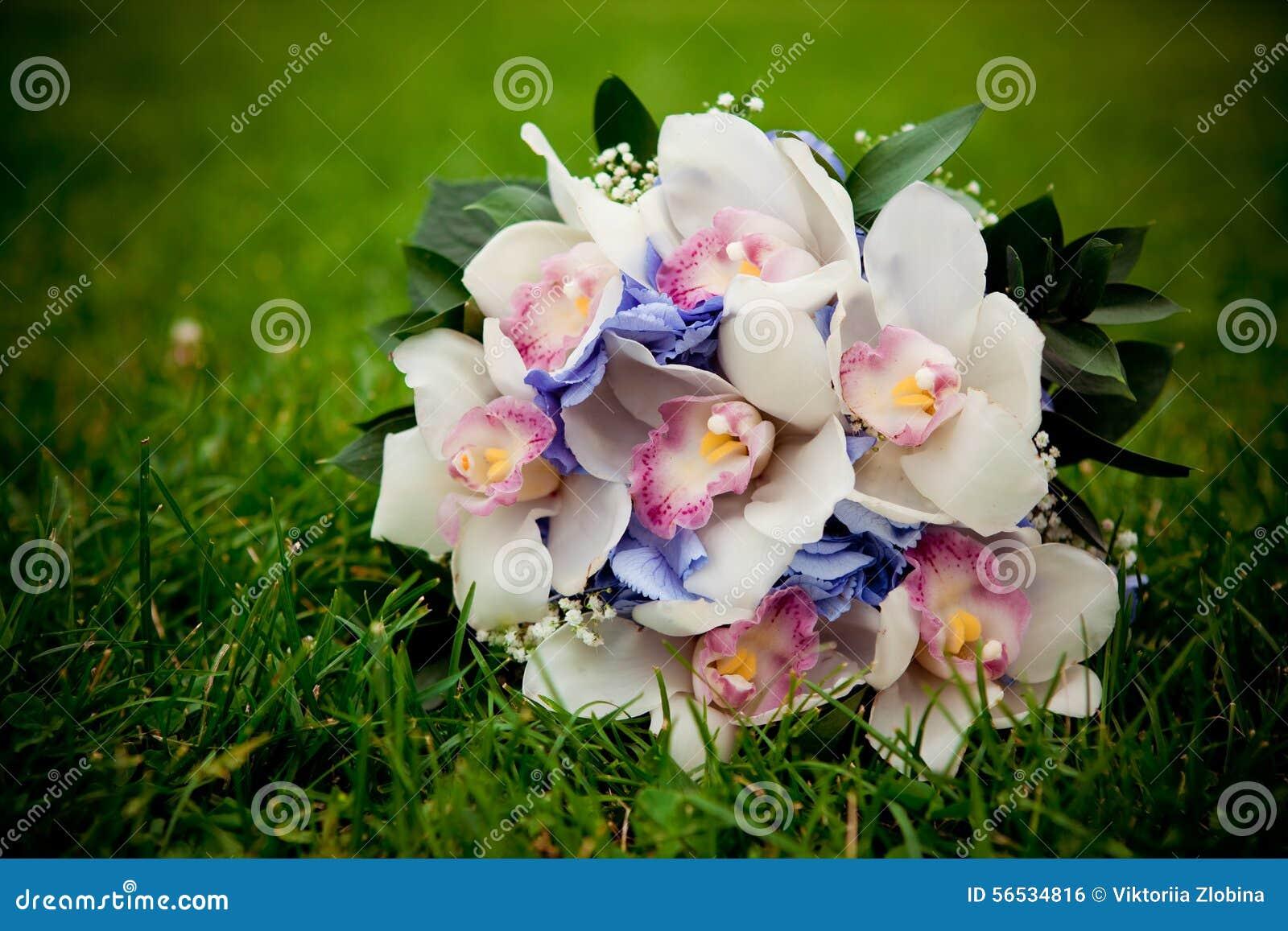 BRIDAL BOUQUET TRADITION - bridal bouquets