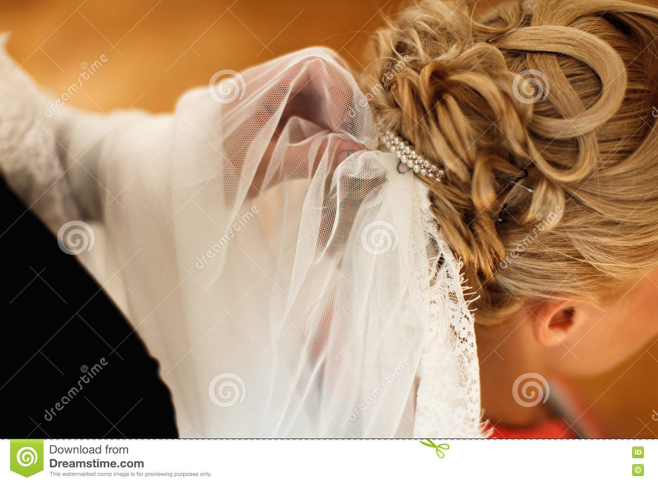 a4fef5ce767 Bridal Veil Is Put On A Lady s Hair Stock Photo - Image of ...