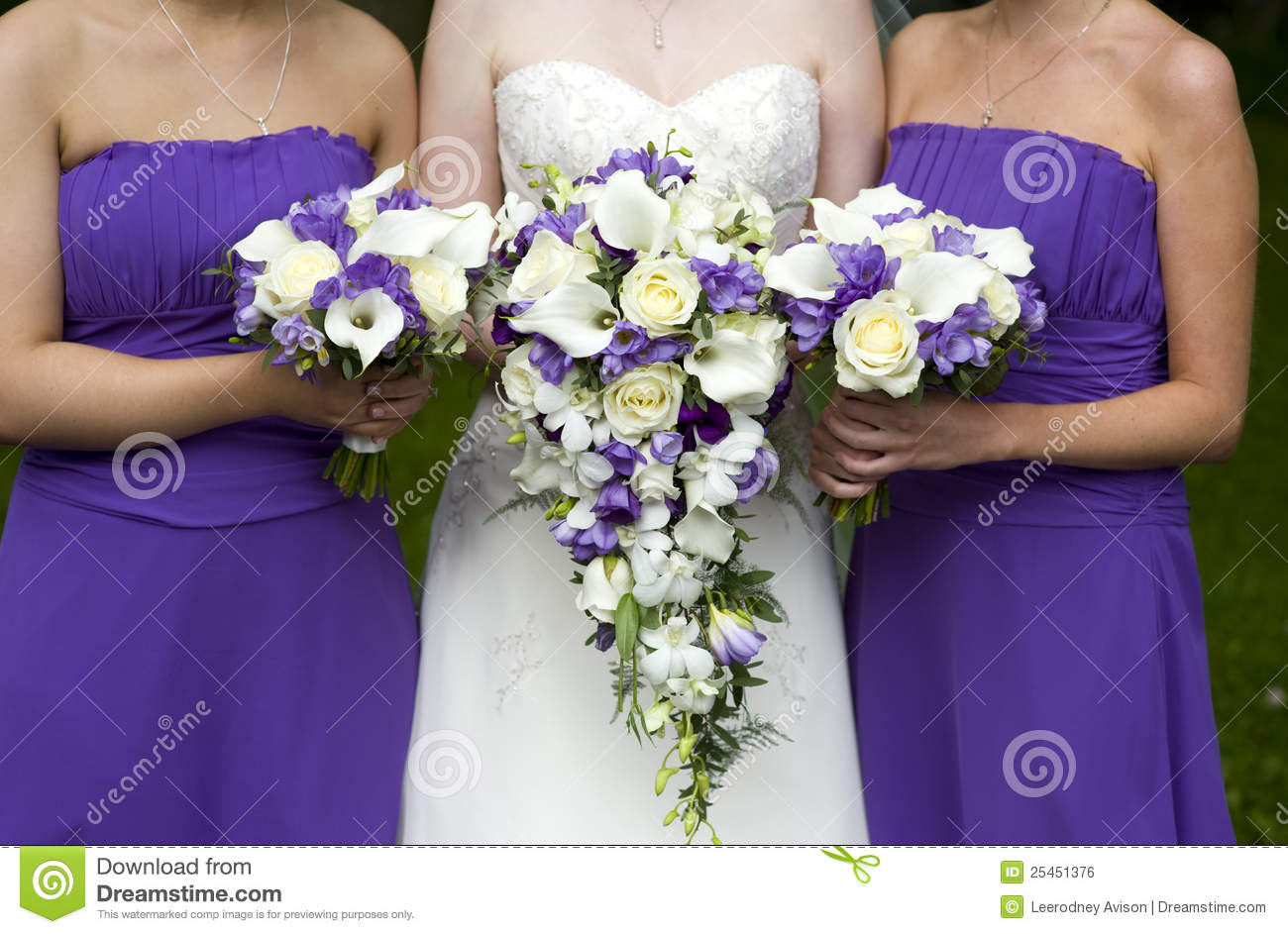 bride and bridesmaids with wedding bouquets royalty free stock image