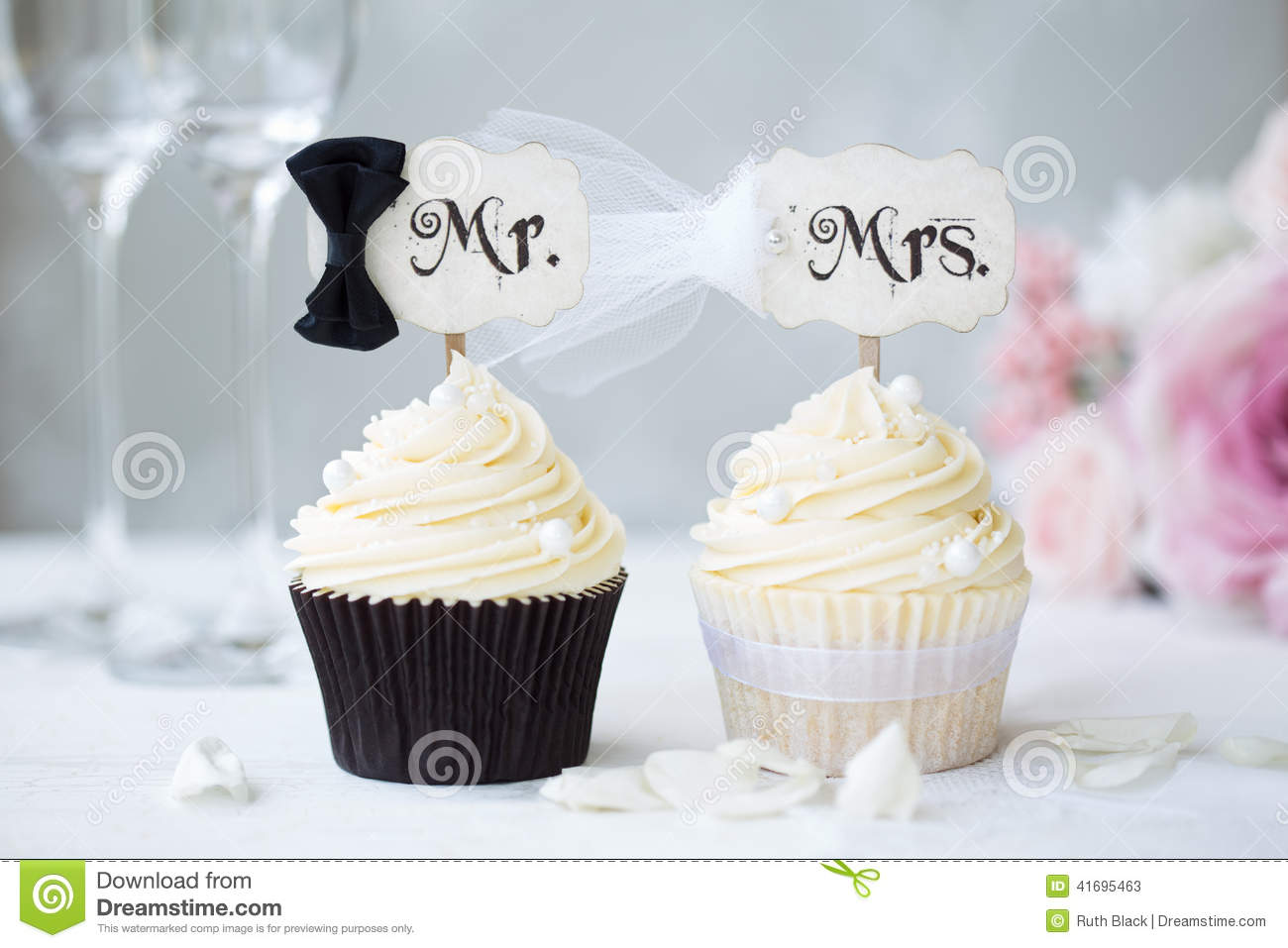 Cupcakes Stock Photos - Royalty Free Images - Dreamstime