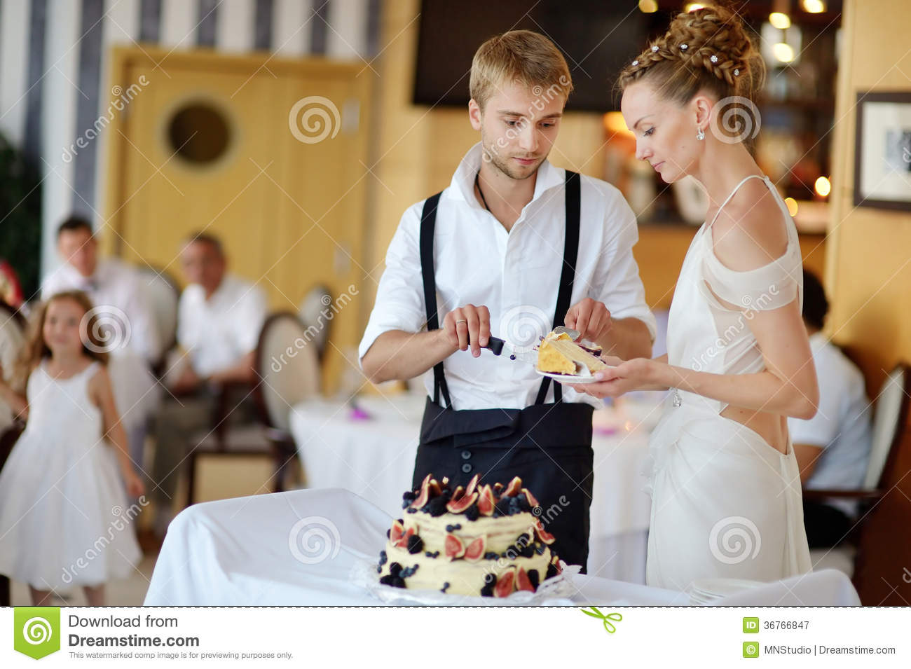 how does the bride and groom cut wedding cake and groom cutting their wedding cake stock image 15365