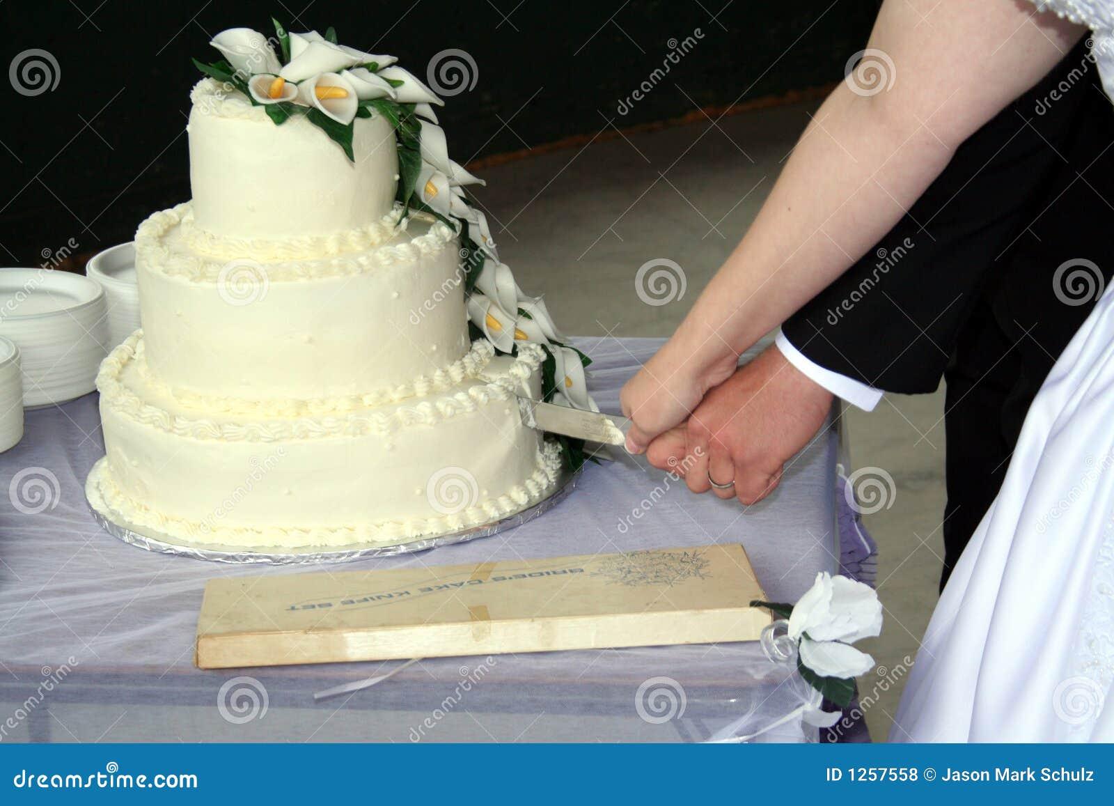 Bride And Groom Cutting Wedding Cake Royalty Free Stock Photos Image