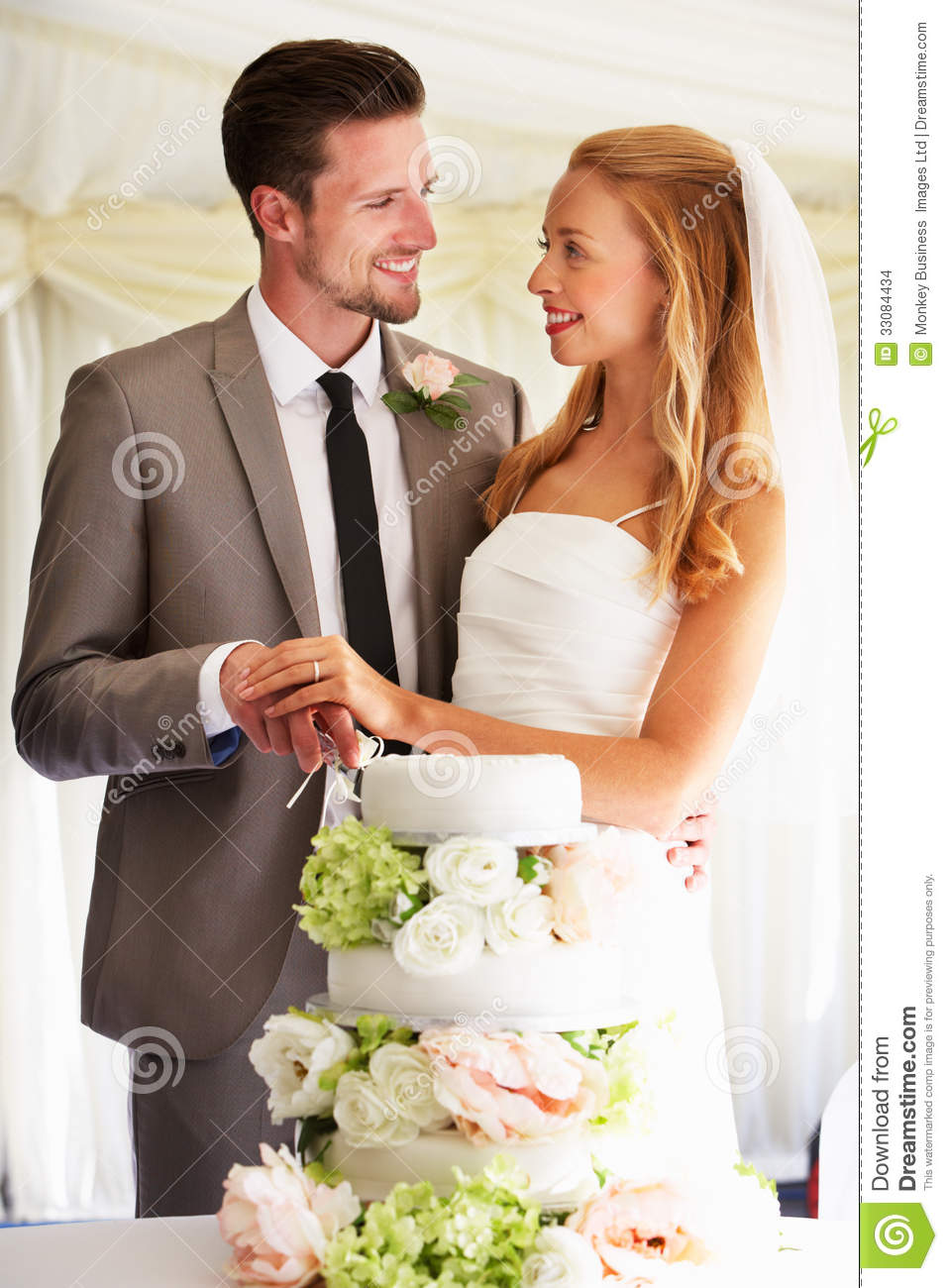 how does the bride and groom cut wedding cake and groom cutting wedding cake at reception stock 15365
