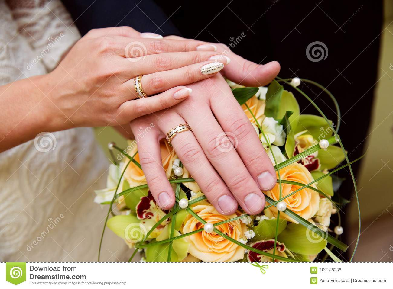 Bride And Groom Hands With Wedding Rings Stock Photo - Image of gold ...