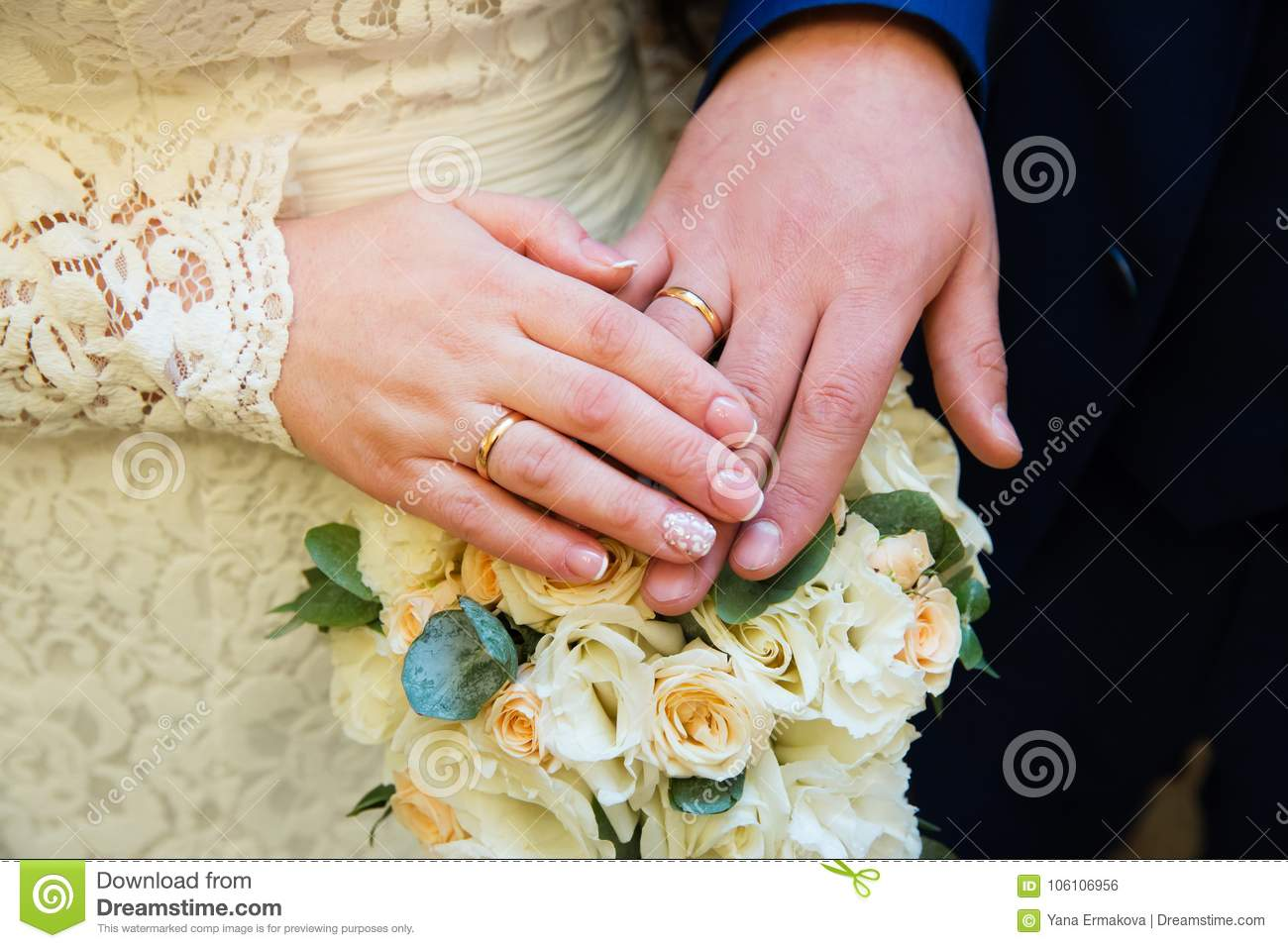 Bride And Groom Hands With Wedding Rings Stock Photo - Image of ...