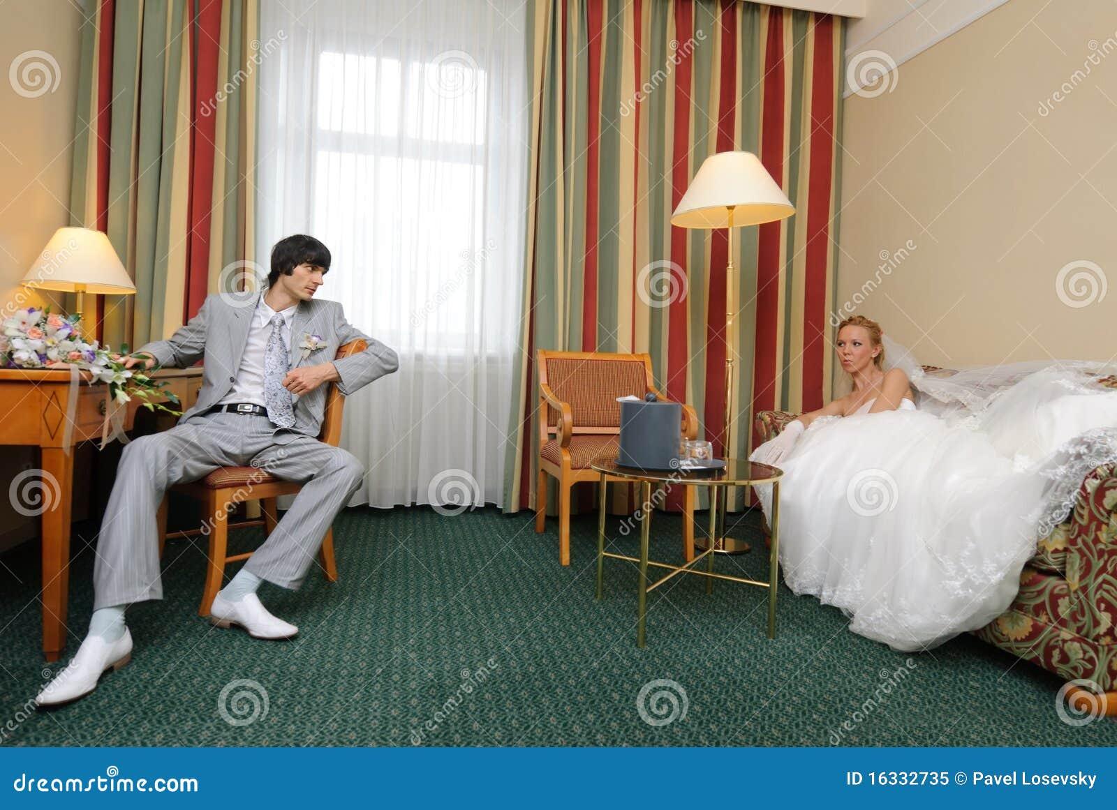 молодожены ебутся в номере отеля это