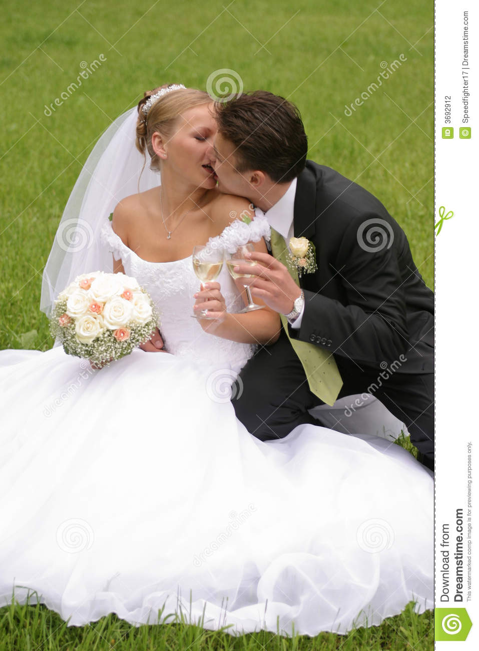how to get bride and groom to kiss