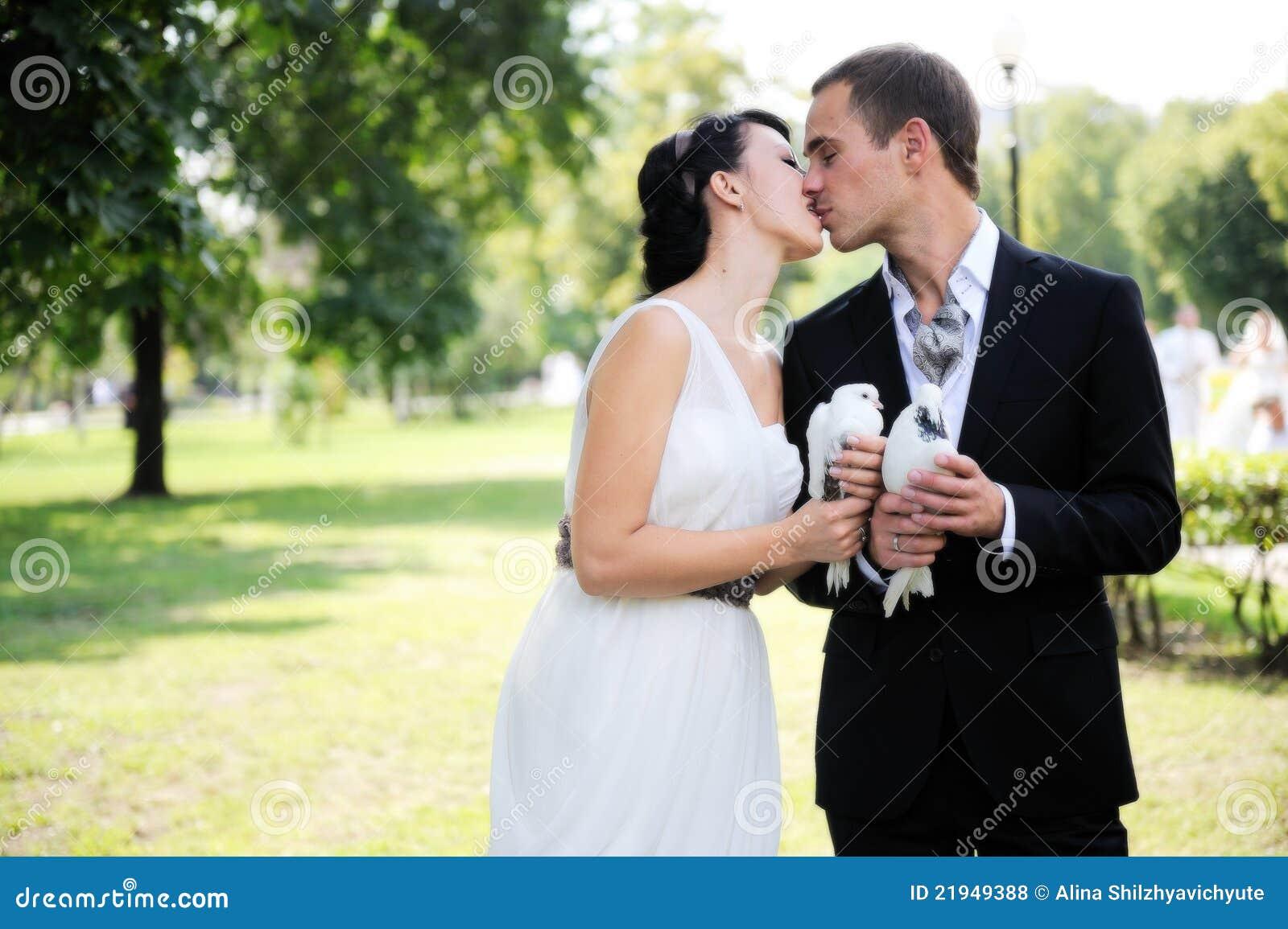 С невестой одни 24 фотография