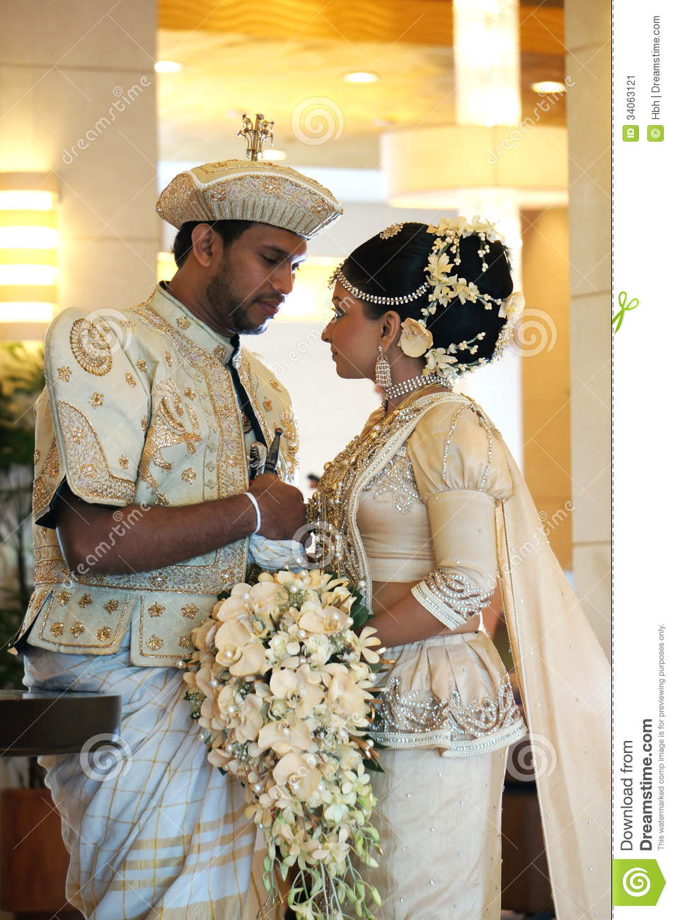Bride and groom in sri lanka editorial photo image of bride download bride and groom in sri lanka editorial photo image of bride traditional izmirmasajfo