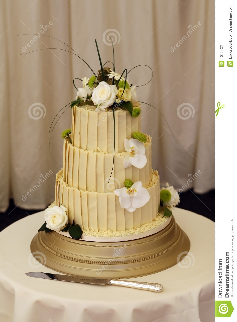 Bride And Grooms Wedding Cake Stock Photo - Image of knife, formal ...