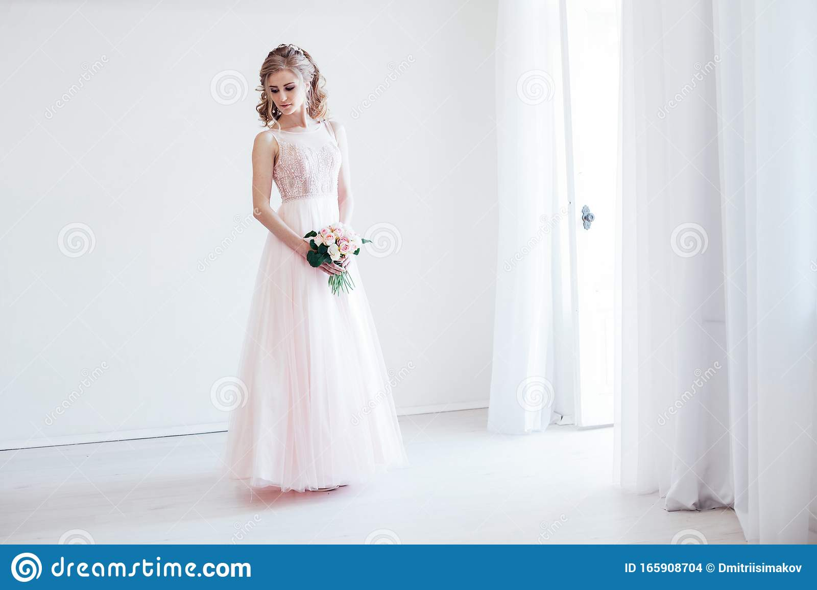 Bride In A Pink Wedding Dress And Bouquet Of Flowers Stock Photo Image Of Arrangement Detail 165908704
