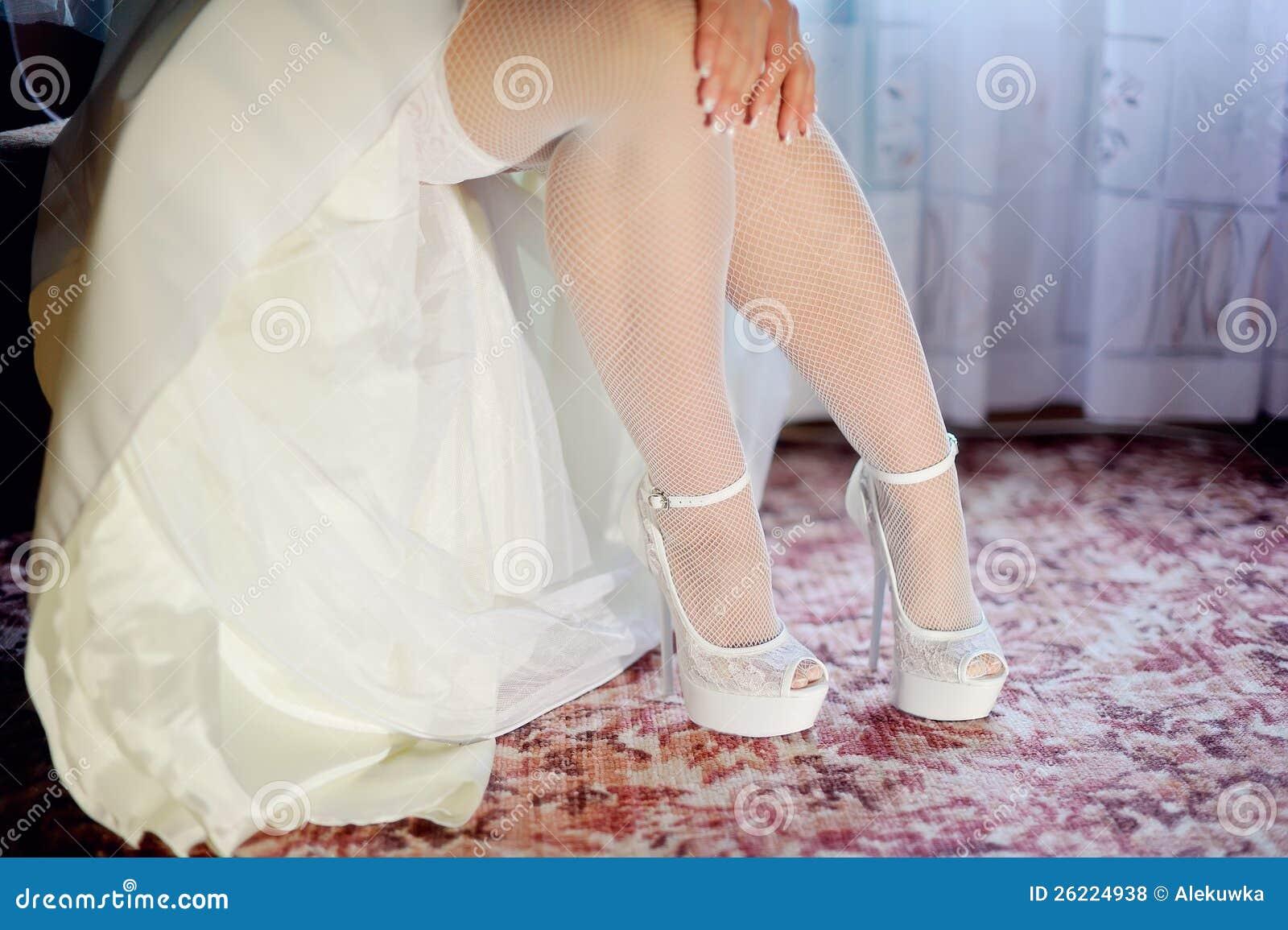 Фото невест нога на ногу, Снова невесты. Ножки (42 фото) » Триникси 27 фотография