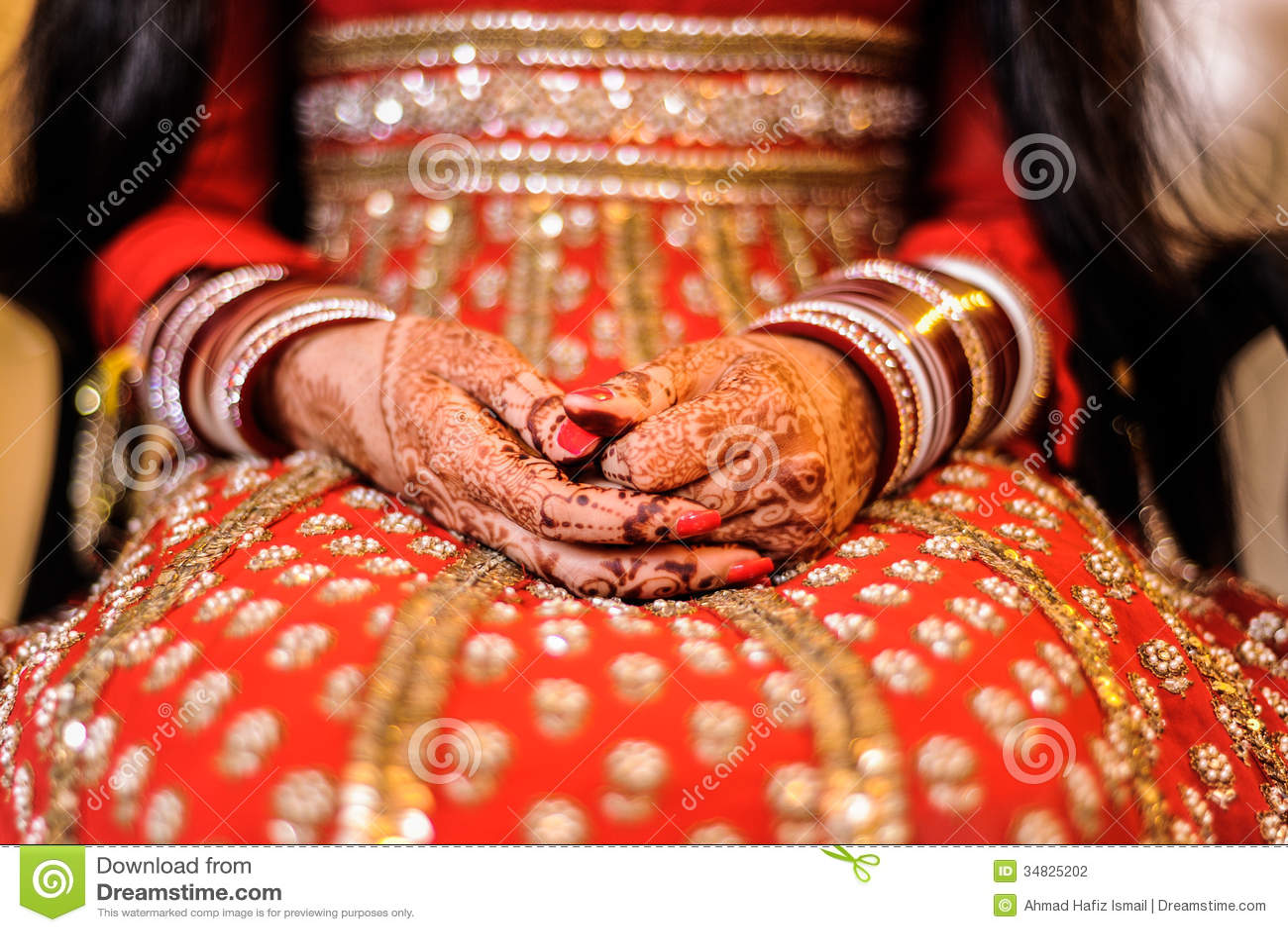 Mehendi Ceremony S Free Download : Bride s hand with henna and bangles punjabi wedding stock photo