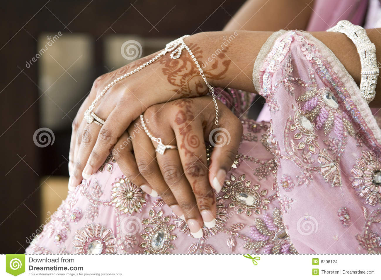 Bride S Hand With Henna Tattoo Indian Wedding