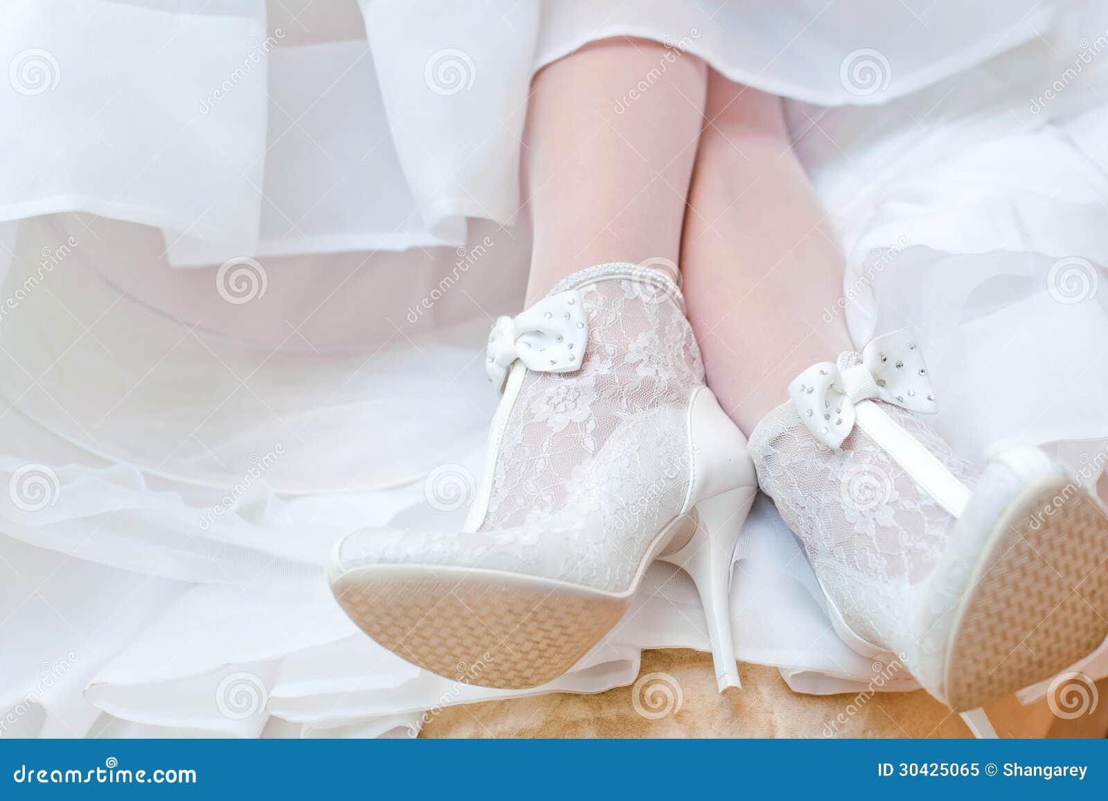 Фото невест нога на ногу, Снова невесты. Ножки (42 фото) » Триникси 29 фотография