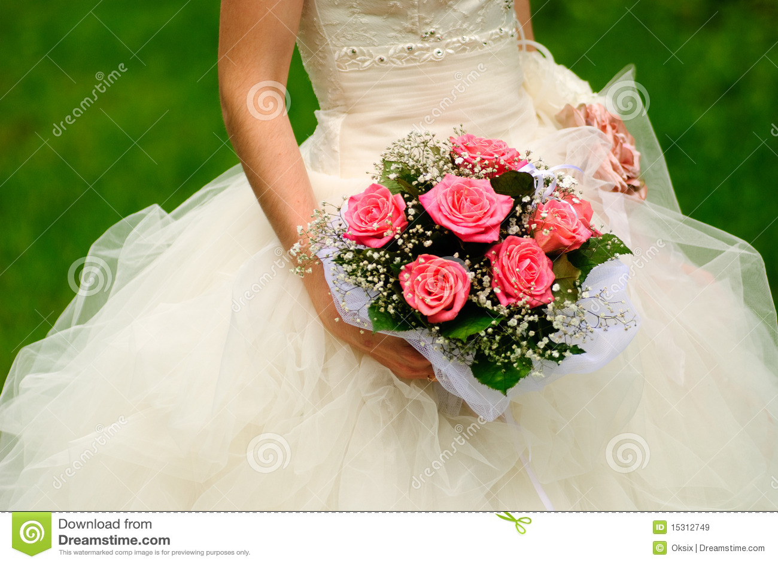 Bride throw bouquet