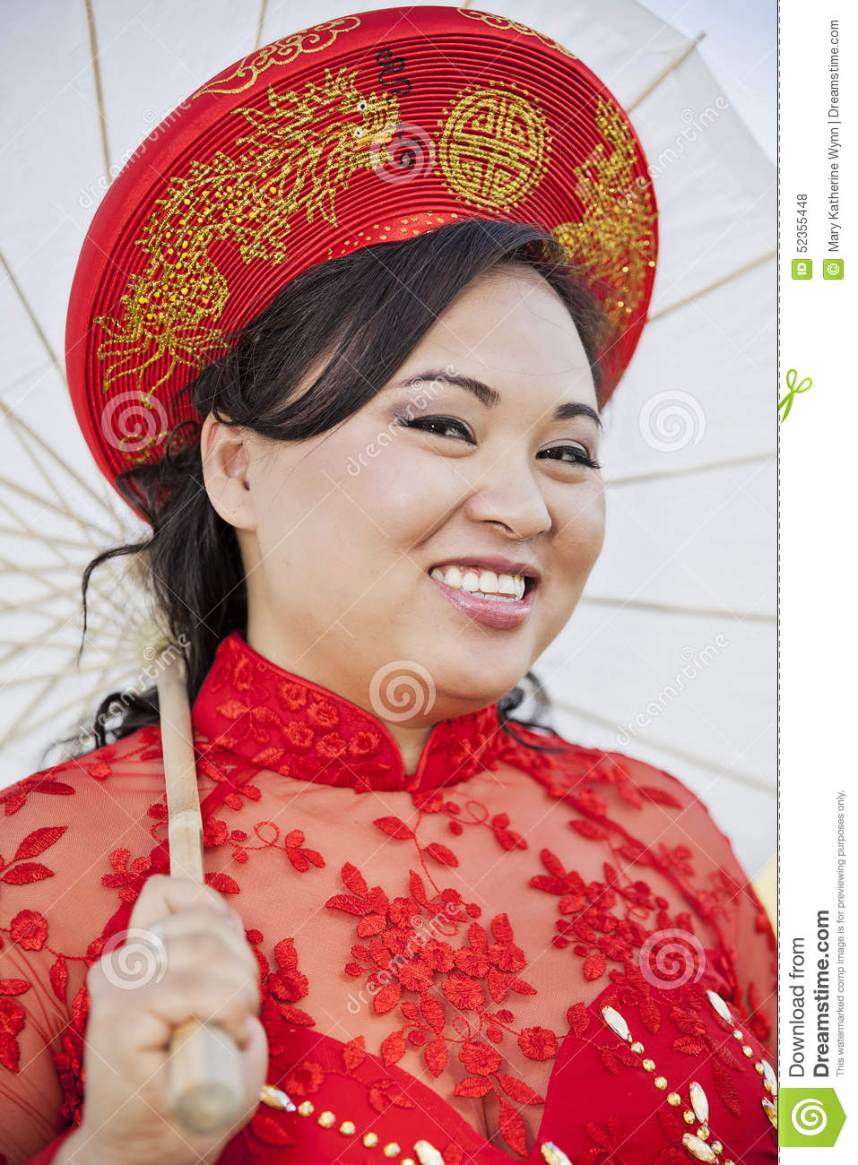 Bride Wearing Vietnamese Ao Dai Stock Photo - Image of vietnam ...