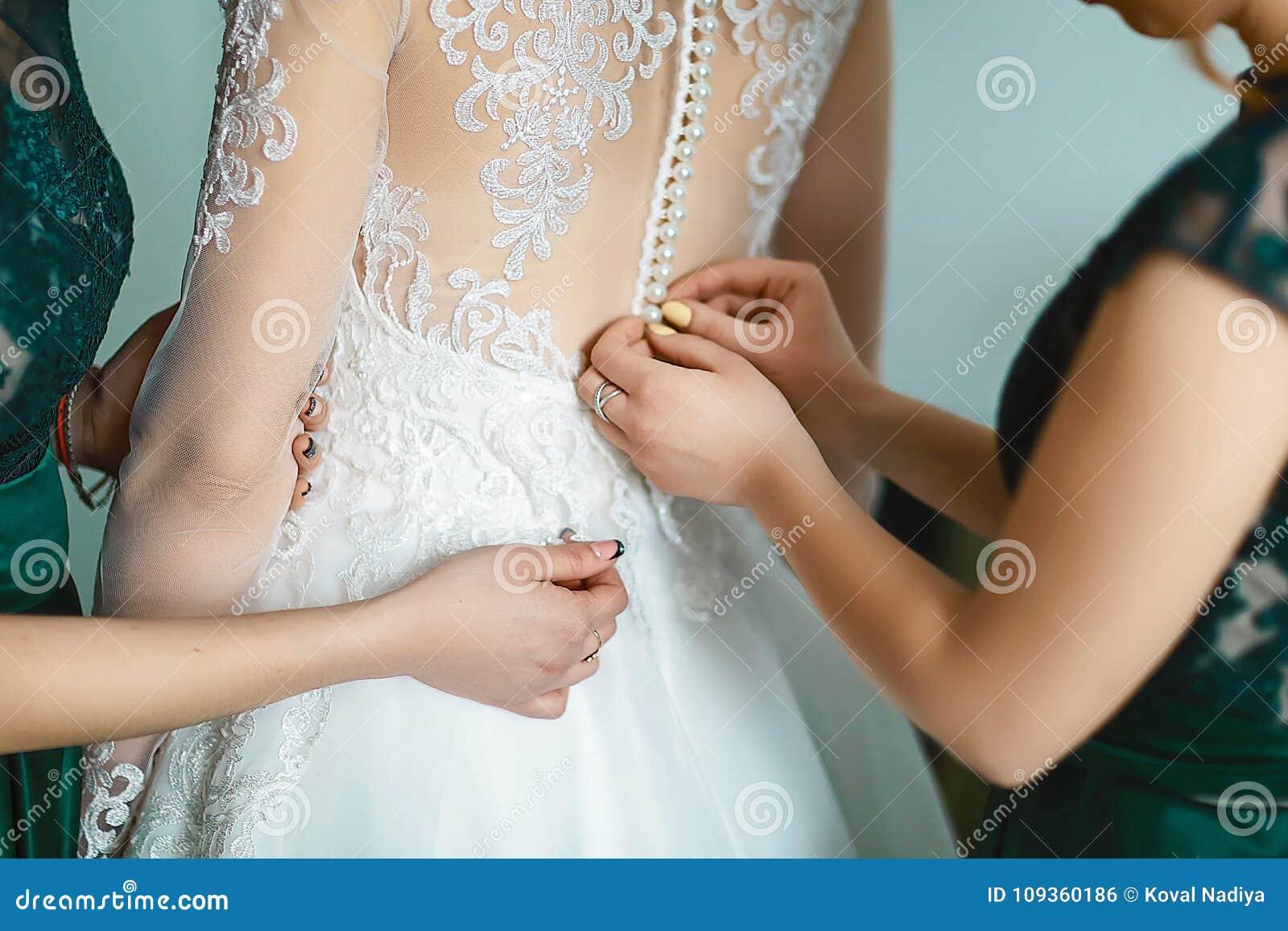 сайте имеется купание невесты перед свадьбой чтоумные самцы