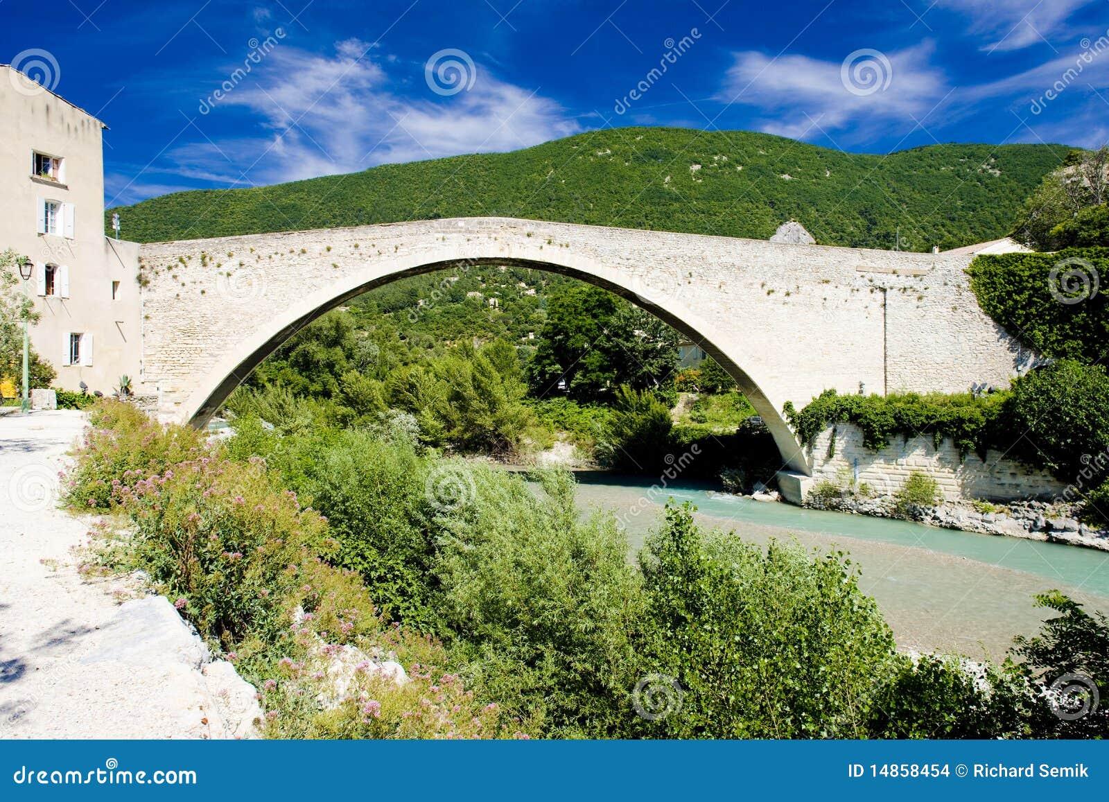 Bridge in Nyons