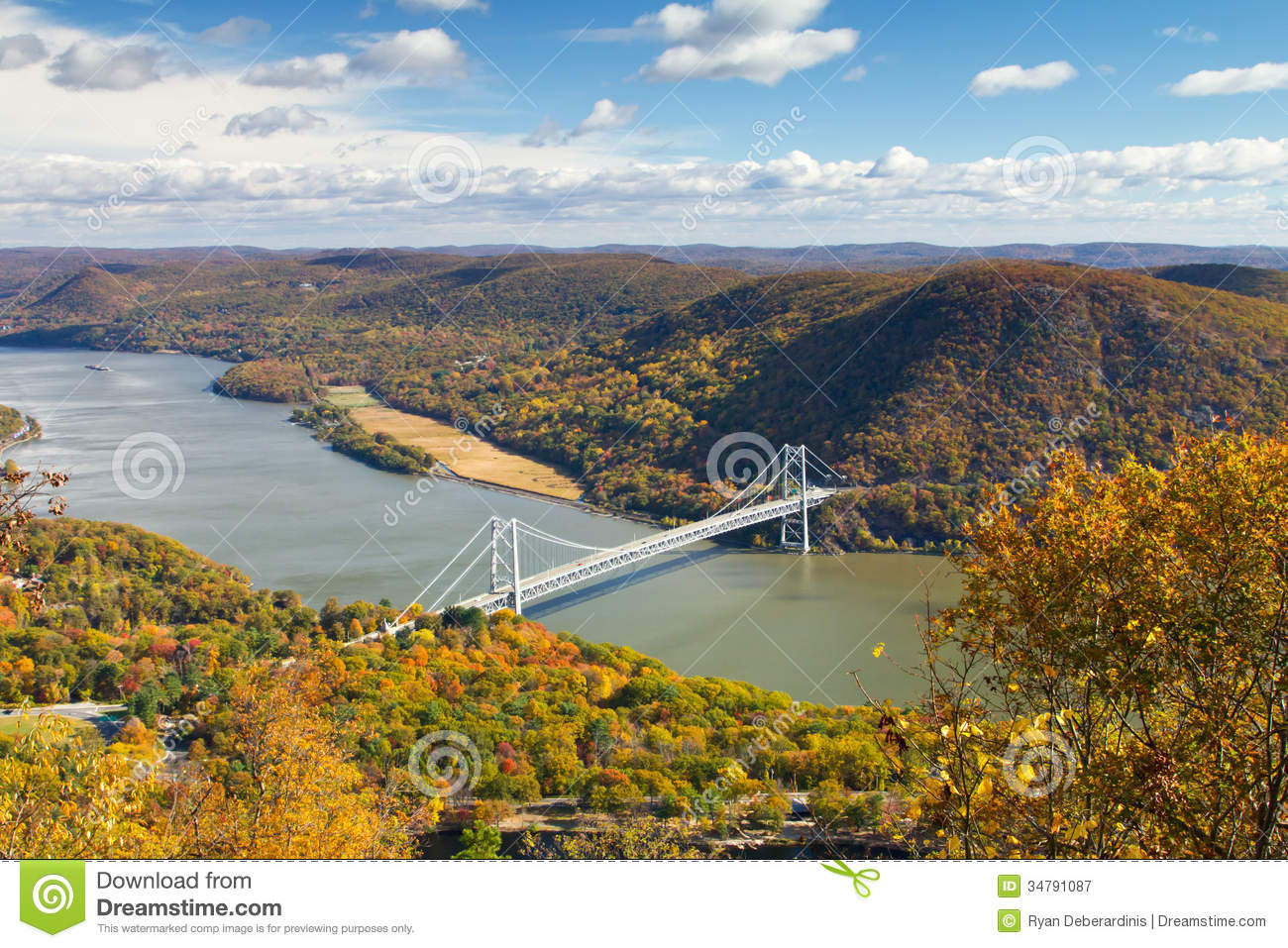 bridge over the hudson river valley in fall royalty free stock photography image 34791087. Black Bedroom Furniture Sets. Home Design Ideas