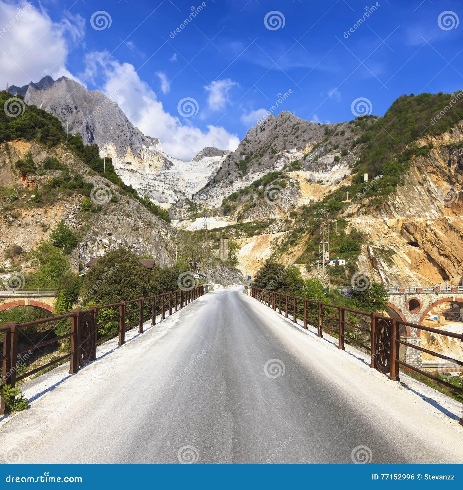 Bridge Ponti di Vara dans la carrière de marbre blanche, Alpes d Apuan, Carrare