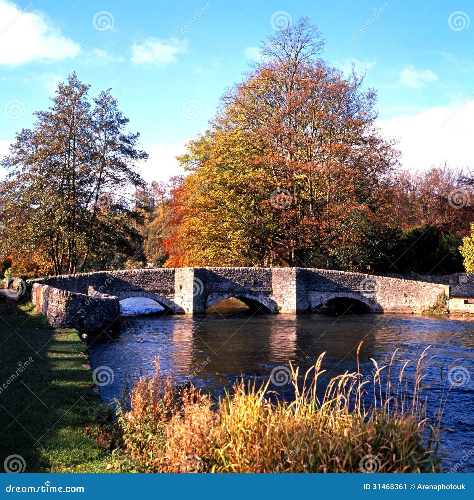 0048Bridge sobre o Wye do rio, Derbyshire.