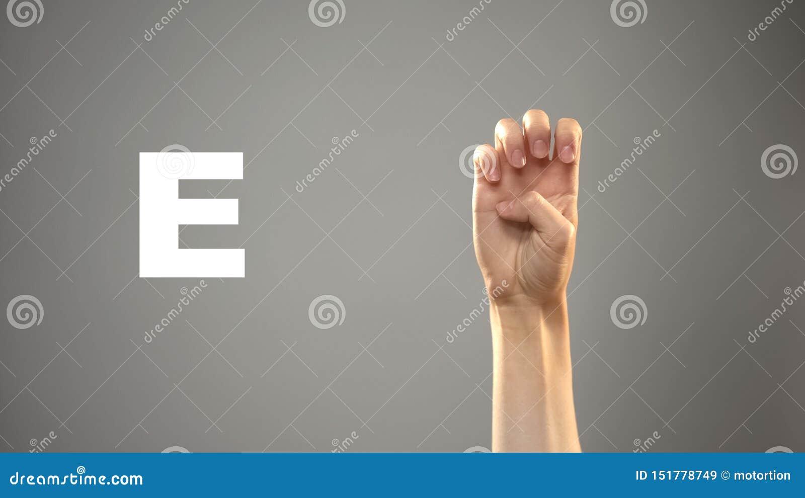 Brief E in gebarentaal, hand op achtergrond, mededeling voor doof, les