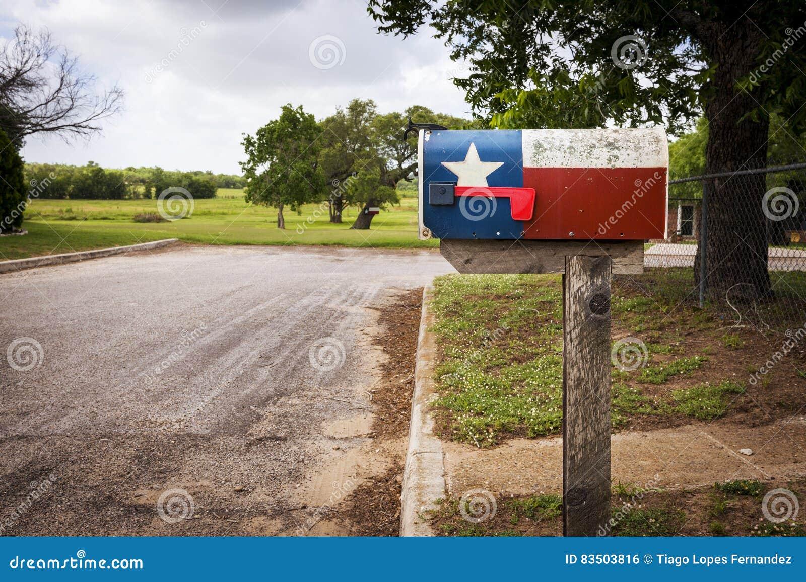 Brievenbus met Texas Flag in een straat in Texas wordt geschilderd dat