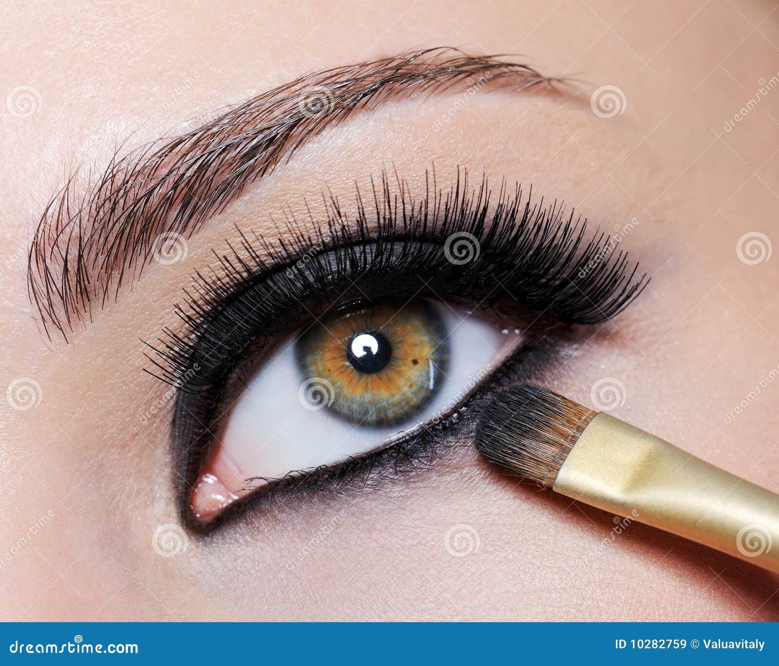 Bright black eye make-up