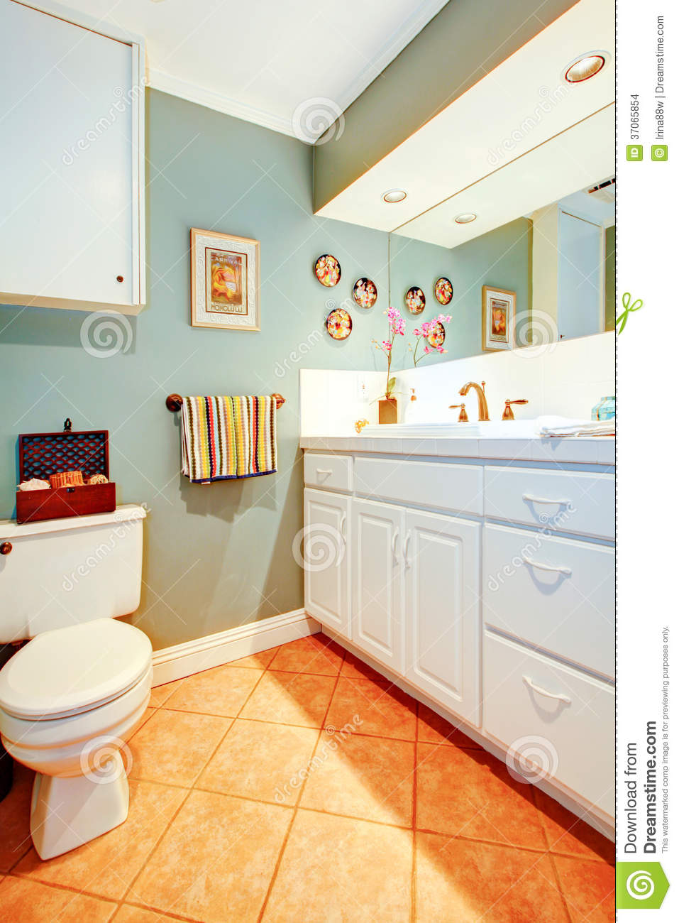 Bright cozy bathroom with white wood cabinets. Bright Cozy Bathroom With White Wood Cabinets Stock Images   Image