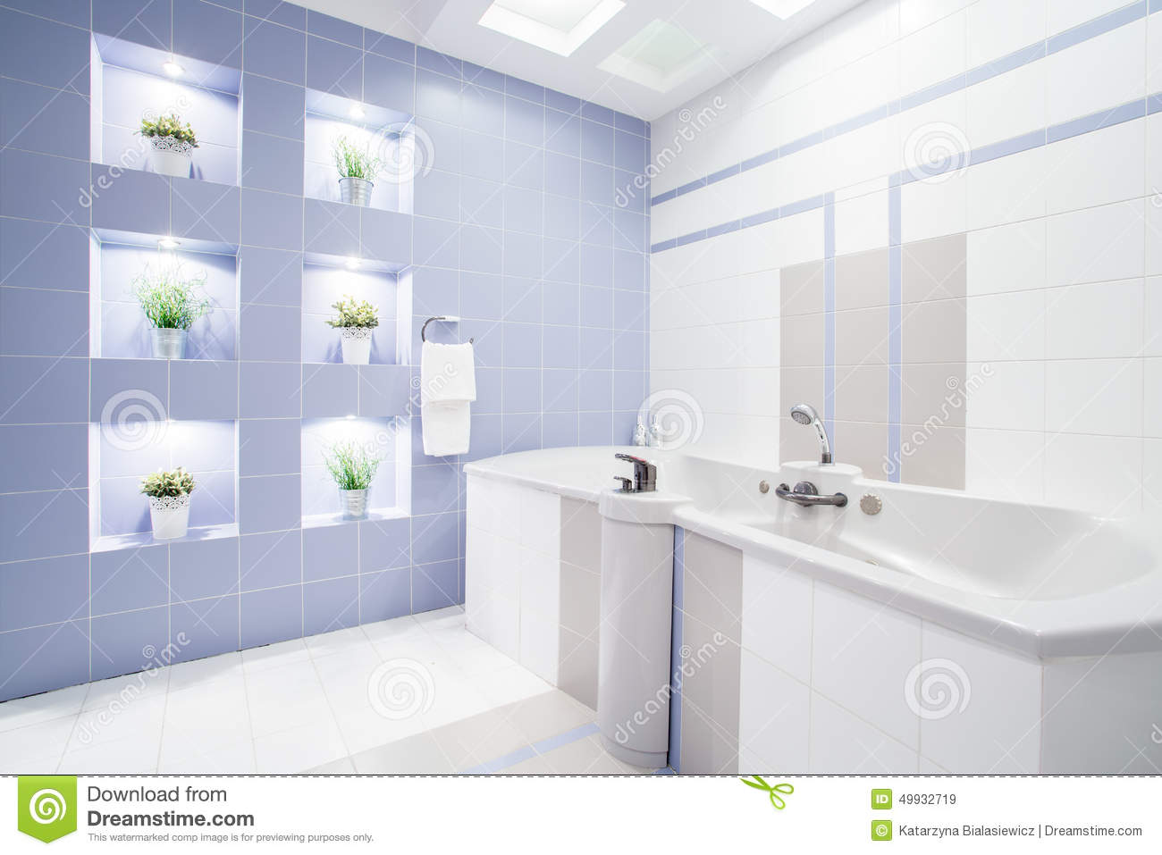 Bright Modern Bathroom With Enormous Bathtub Stock Image - Image of ...