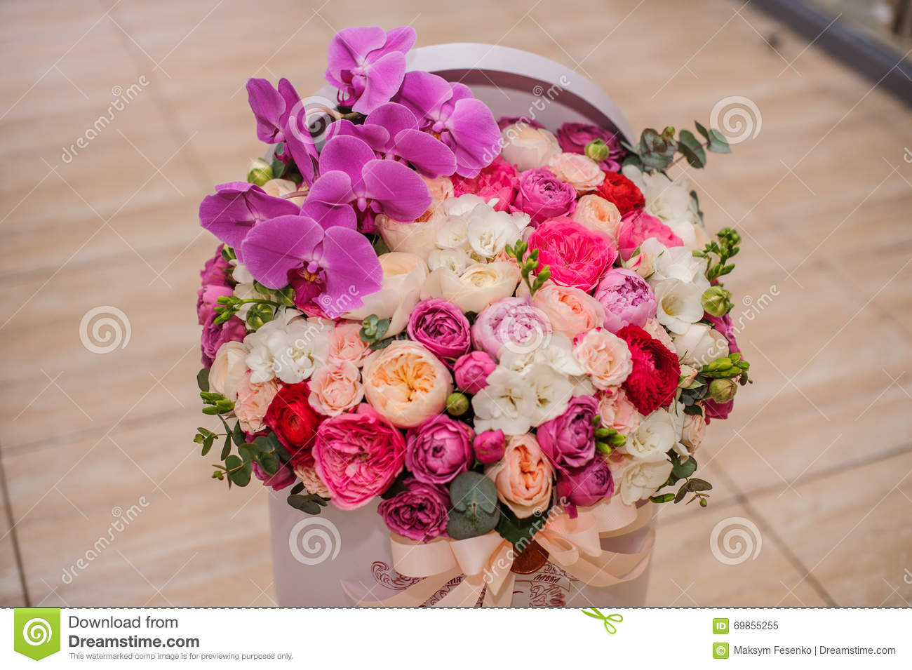 Bright pink flower bouquet in round box with lid stock photo bouquet box flower dhlflorist Gallery