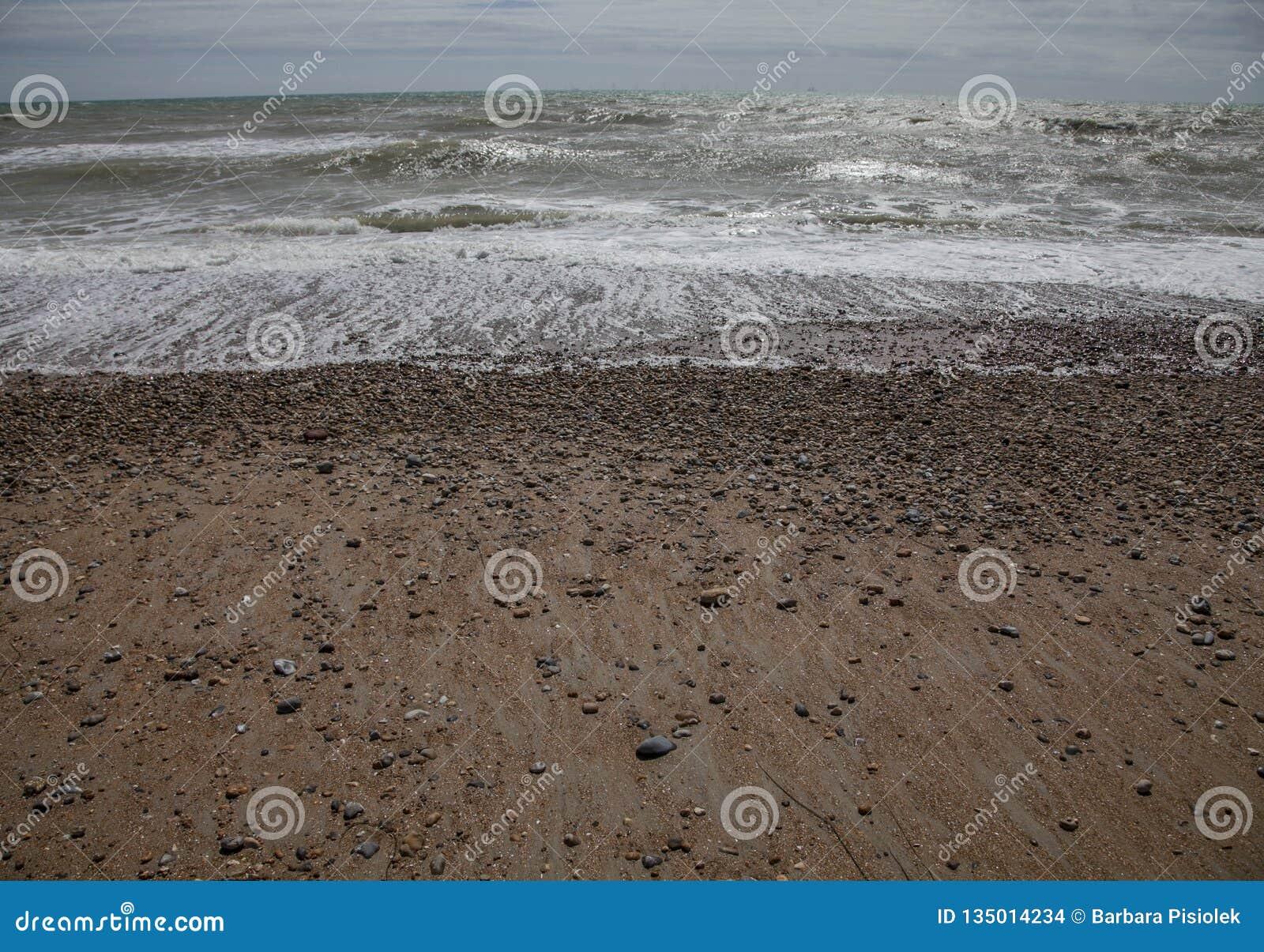 Brighton, Inghilterra, il BRITANNICO - spiaggia ed onde