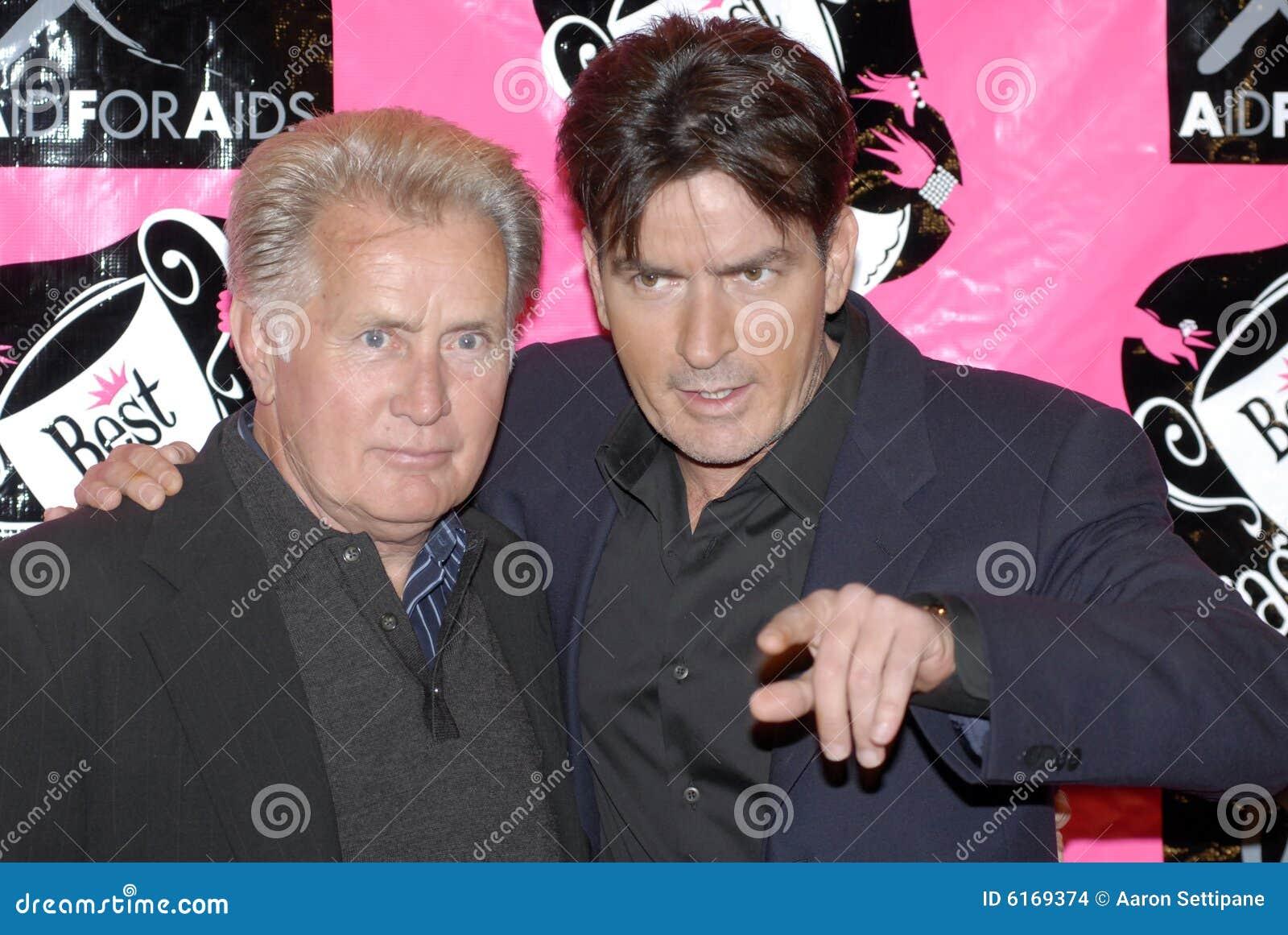 Brilho e Charlie Sheen de Martin que aparecem no re